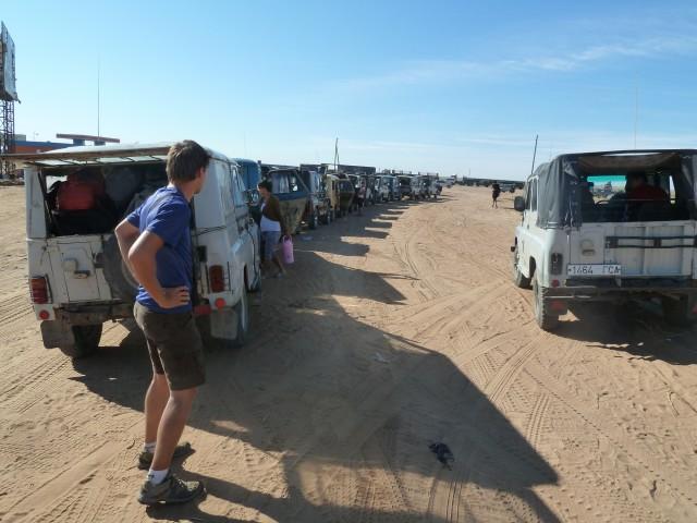 Procession de jeeps