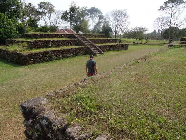 pyamides maya
