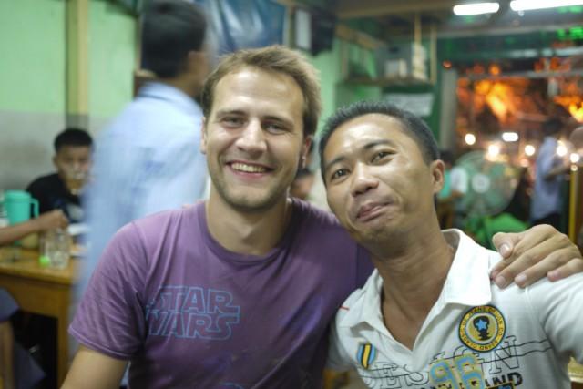 Dans un troquet de Rangoon
